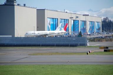 B-787 Dreamliner warten auf Triebwerke
