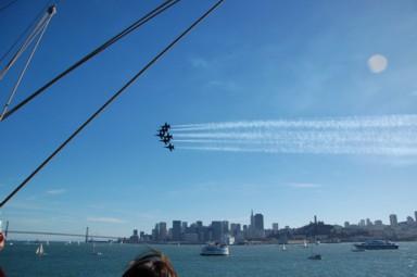 Die Blue Angeles über der Stadt und Bucht von San Francisco.